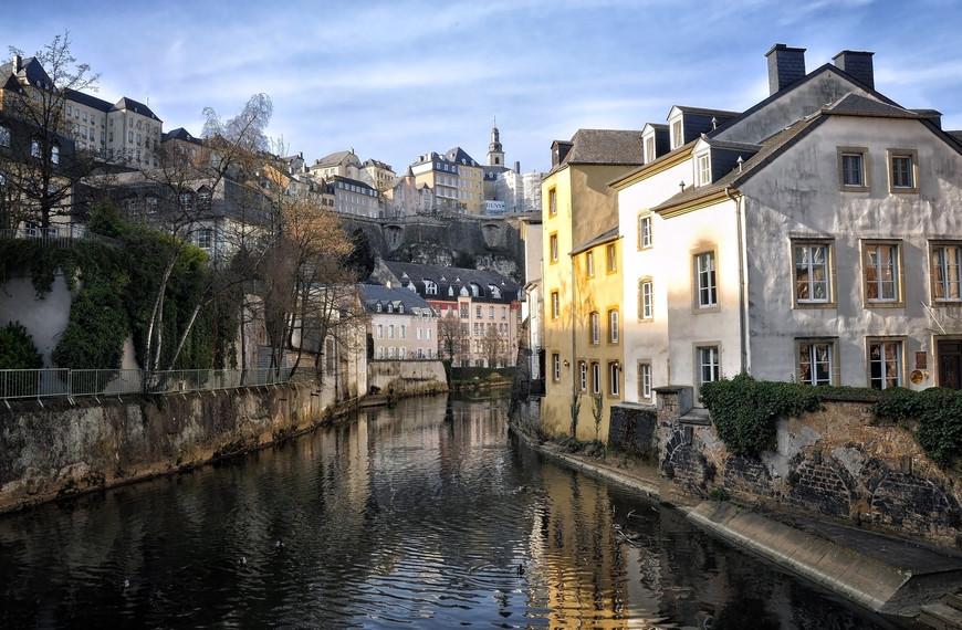 Общая площадь Люксембурга составляет 2 586,4 км², что делает его одним из самых маленьких суверенных государств в Европе