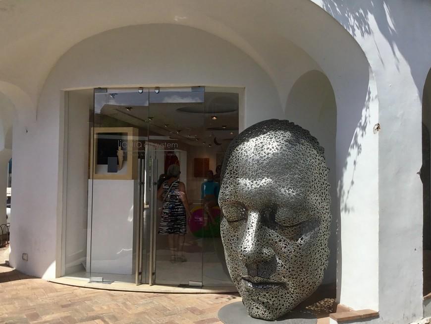 Капри - остров искусства. Недаром Амедео Маюри, Горький, Пабло Неруда и многие другие жили здесь.