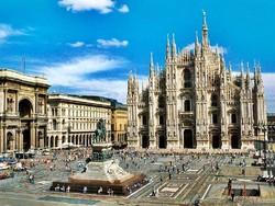 В Милане запретили селфи-палки и напитки в стекле