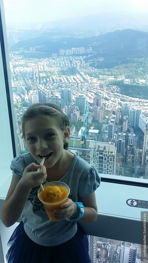 Манго смузи на 86м этаже небоскреба Тайбэй 101 в 100 раз вкуснее.