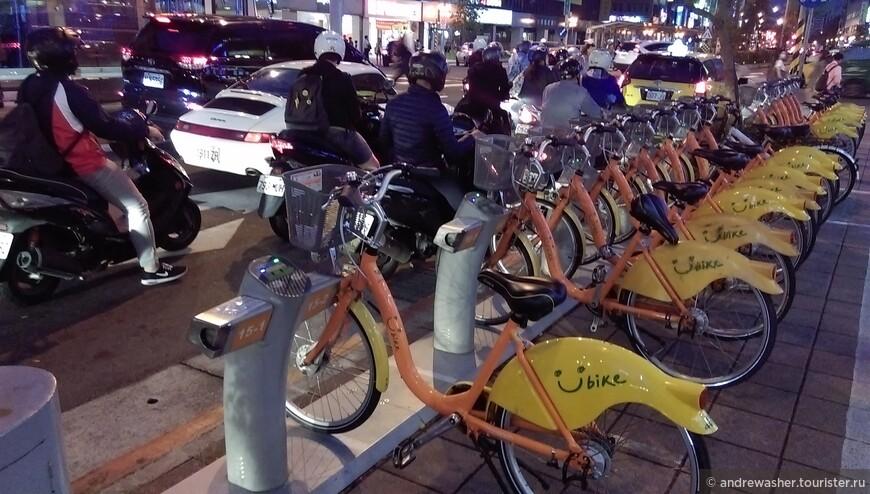 U-bike - очень удобно и быстро по всему городу.