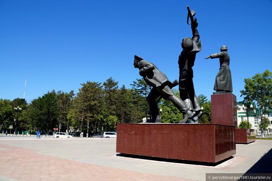Мемориальный комплекс из двух видов гранитов Корсаков Памятник Скала с колотыми гранями Апшеронск