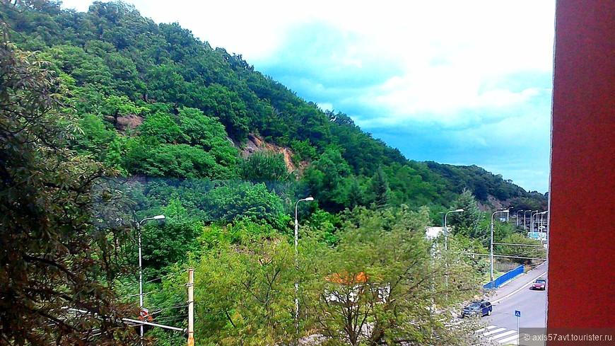 Слева горы, справа горы, сзади горы...