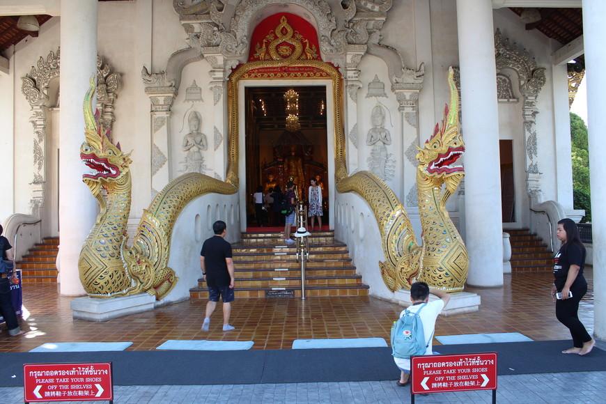 Храм Wat Chedi Luang Wora Wiharn.