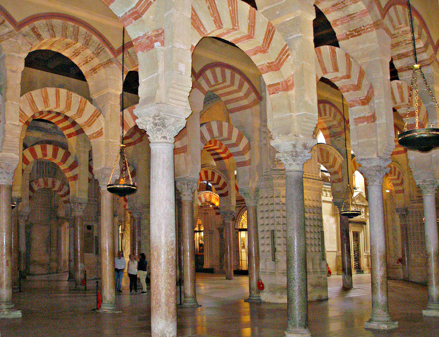 Бывший молельный зал мечети.