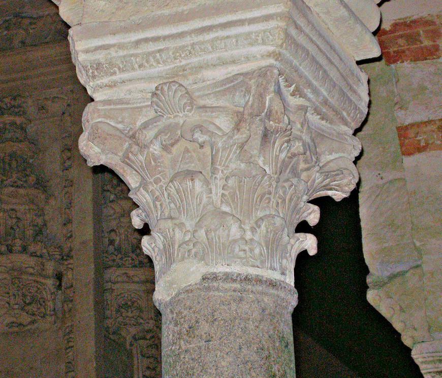 В Меските уцелело 856 колонн, выполненных из мрамора, гранита, яшмы и оникса.