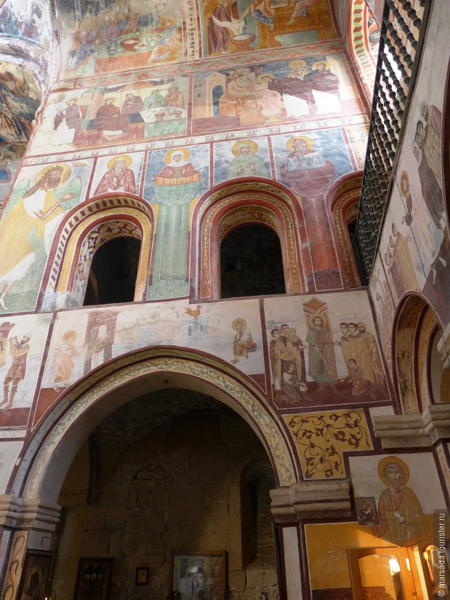 Самый северный придел, во имя Всемилостивого Спаса, был избран усыпальницей многих грузинских царей. Считается, что здесь погребены цари Баграт с супругой Еленой, Ростом и Симон.