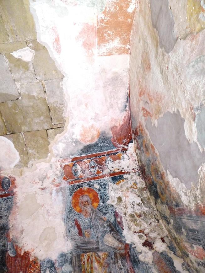 Самое чудесное в архитектуре Гелатского комплекса состоит в его фресках и мозаиках, которые возвращают ушедшие дни и напоминают нам о его создателях. Очаровывающая красота Гелатского монастыря привлекает множество гостей.