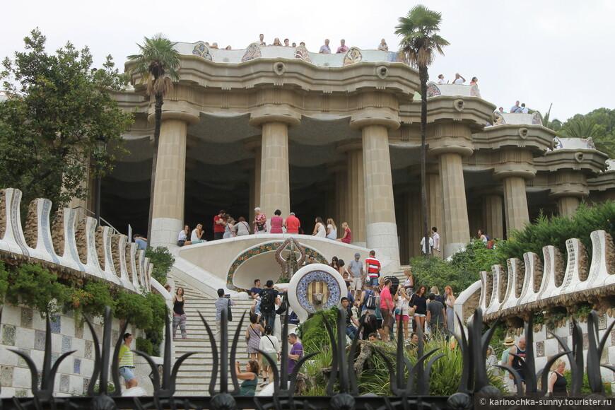Великолепный Парк Гуэля, созданный талантливым Антонио Гауди)