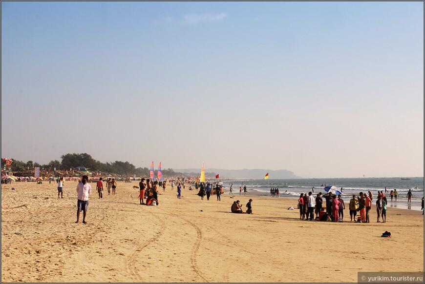Пляж в Баге нам не понравился - уж очень много народу. Туристическое место. Как раз тогда закрыли Турцию и Египет, и многим, купившим туда путевки, просто меняли их на туры в Гоа.
