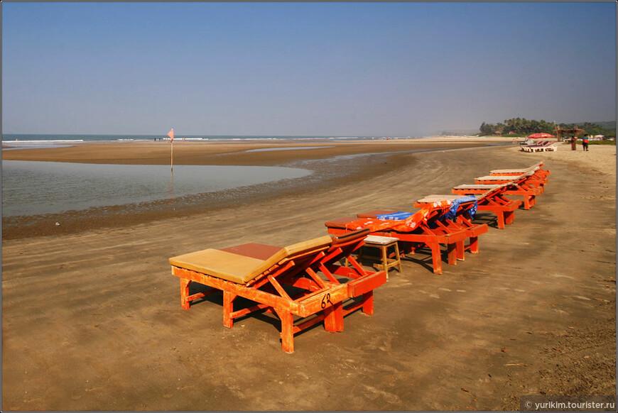 Пляж Ашвем - хорошее место. 15 минут от дома на байке, пустынный пляж, речка, впадающая в море, тишина...