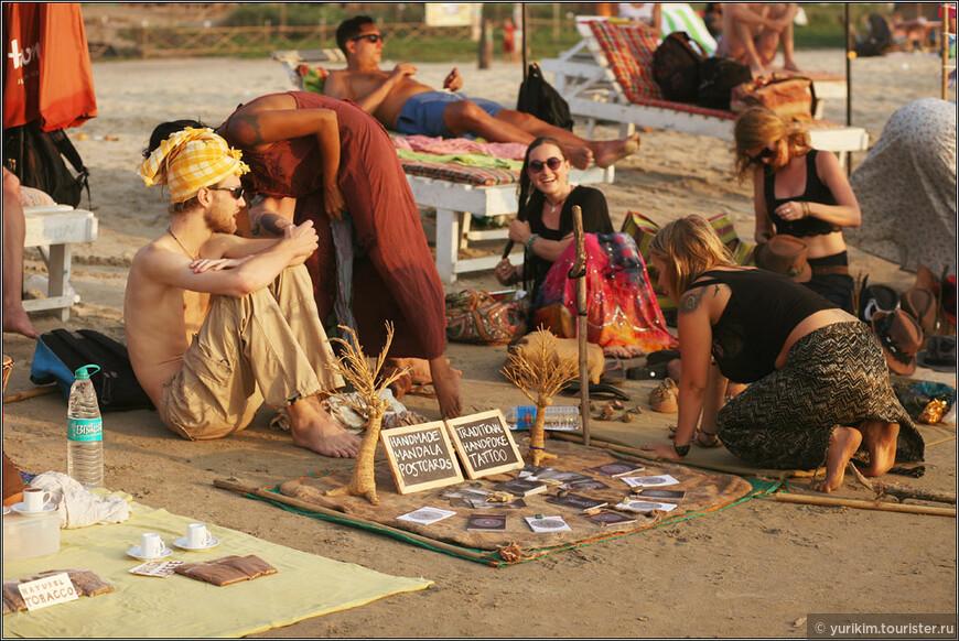 Вечером на пляж Арамболь выходят торговцы всем подряд. Не индийцы, а русские и европейцы, которые живут там подолгу и зарабатывают каким-нибудь рукоделием.