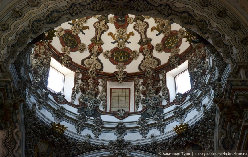 Детали купола в церкви Сан Антон. Гранада.