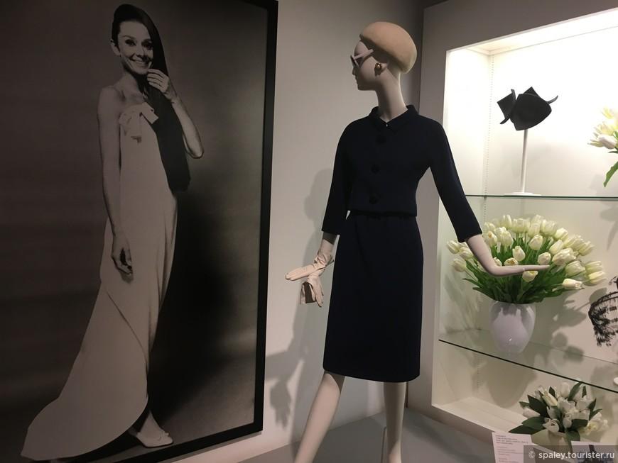 """""""Мода — это умение одеться так, чтобы пройти по улице незамеченным"""".  Юбер Живанши"""