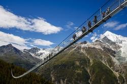 Самый длинный в мире подвесной мост построили в Швейцарии