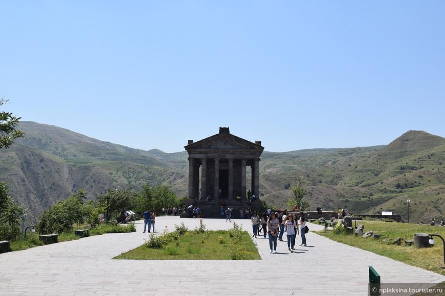 Древний храм Гарни.