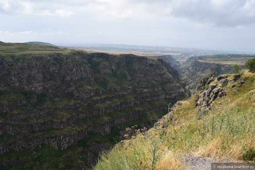 Ущелье рядом с монастырем Сагмосаванк.