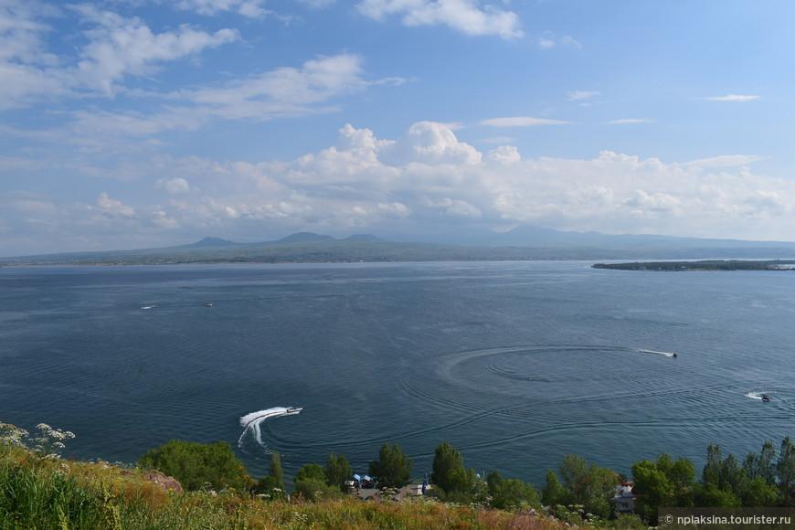 Великолепный Севан. Чистейшее озеро. Свежая вода.