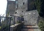 Вход в городок Eze, расположенный на вершине скалы