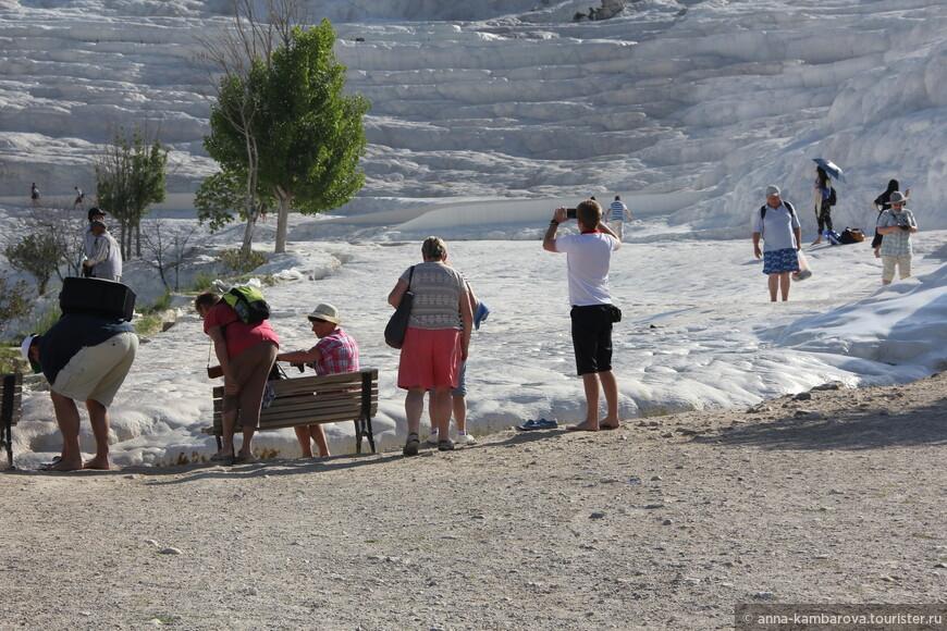 Все туристы должны снимать обувь