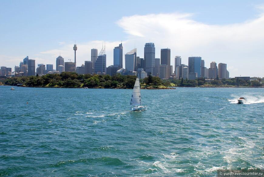 """Самыми интересными с точки зрения познания Сиднея, являются две экскурсии - морская прогулка по заливу и автобусная типа """"Зашел-""""Вышел"""". Вы берете билет и на понравившейся остановке выходите, а осмотрев то, что надо - садитесь в следующий.  И так - по кругу хоть весь день можно кататься ..."""