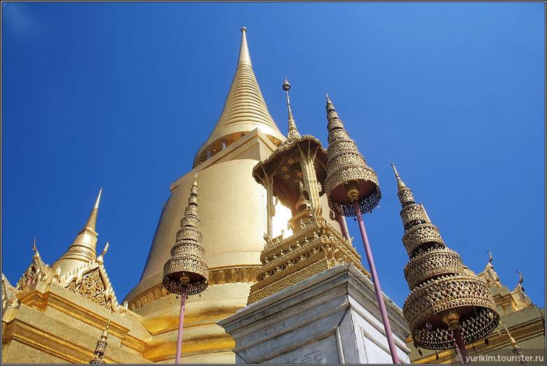 Тайцы поддерживают его в отличном состоянии, постоянно что-то подкрашивая и ремонтируя. Золото всегда сияет как новое.