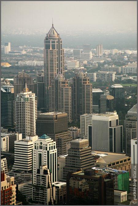Бангкок активно строится, так что такого пейзажа вы уже не увидите - за прошедшее время наверняка появится еще несколько небоскребов.