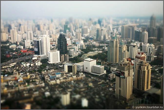 Со смотровой площадки на 84 этаже город - как на ладони.