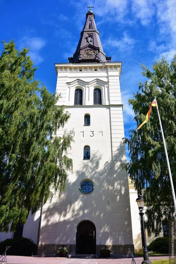 Соборная колокольня. 58 метров.