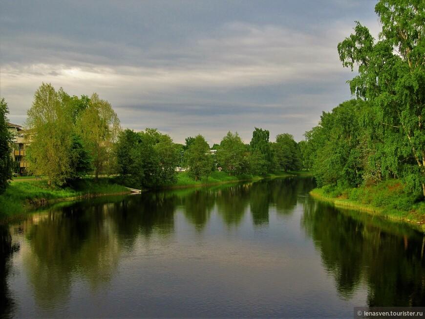 Район города Хагаборг у реки Кларэльвен. Сразу за деревьями - мой дом. От моего дома - 15 минут ходьбы до Кафедрального собора, до центра города.