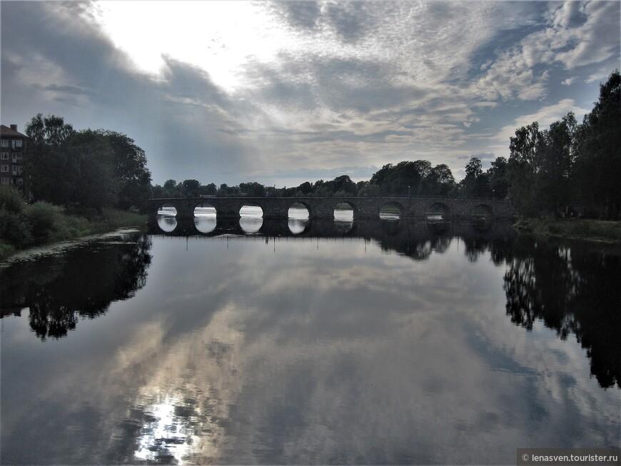 Облака купаются в реке...Облака легли на воду ...Единение...