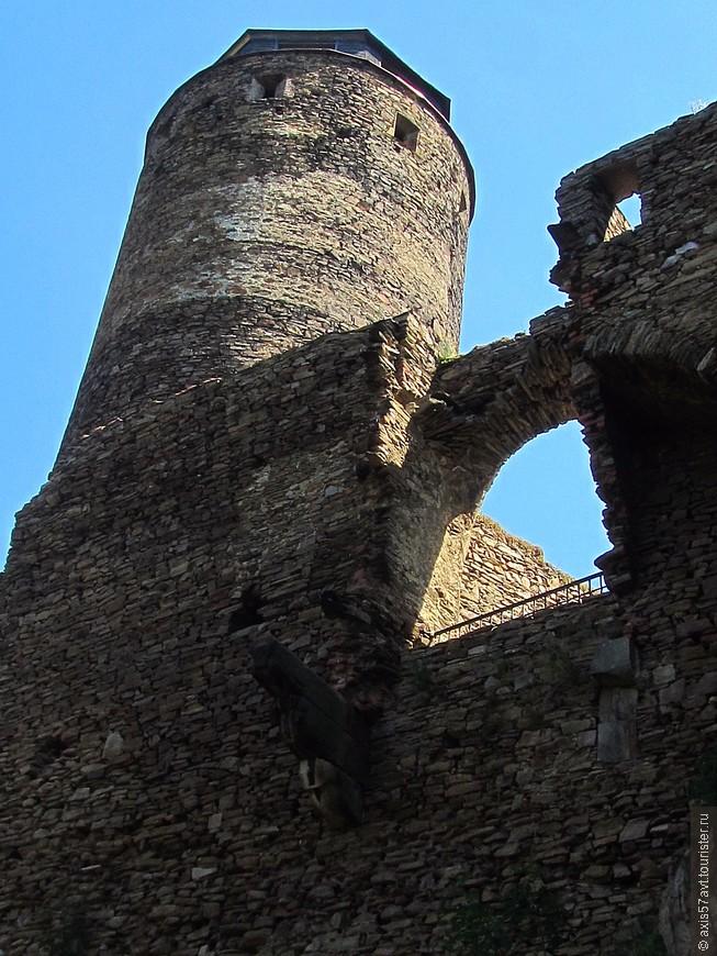 Крепость обеспечивала безопасность на важной торговой дороге.