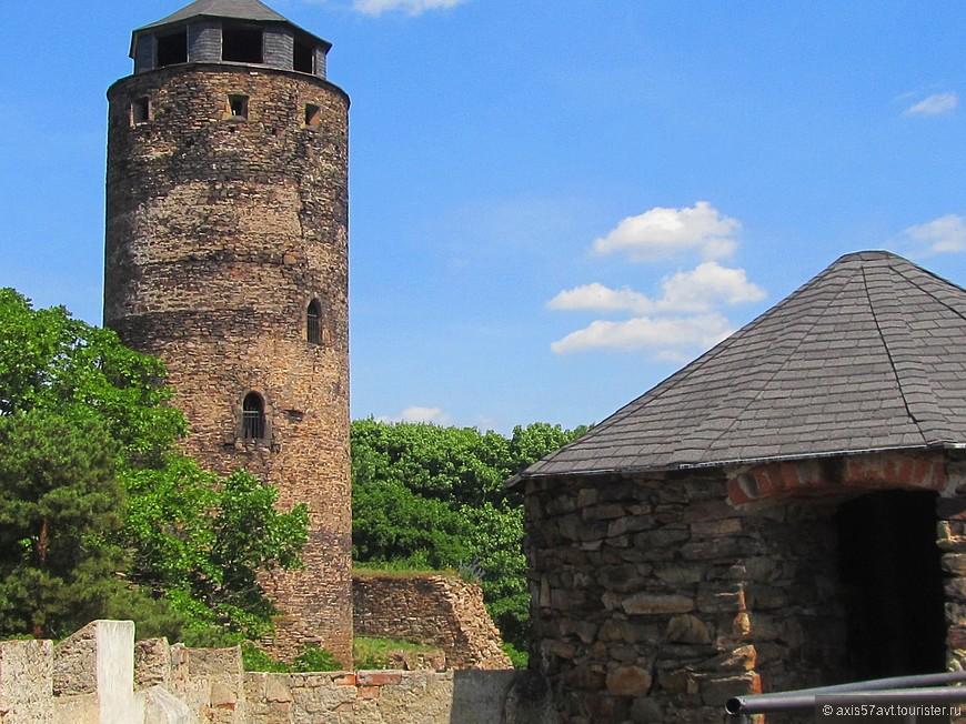 В летнее время в замке проходят костюмированные праздники.