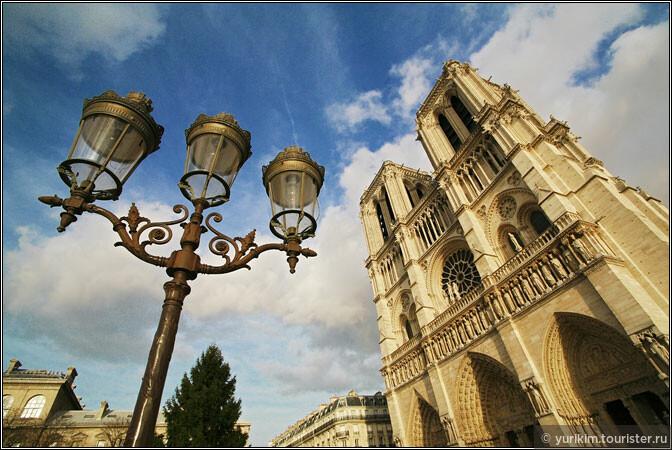 Собор Парижской богоматери стремится к небесам