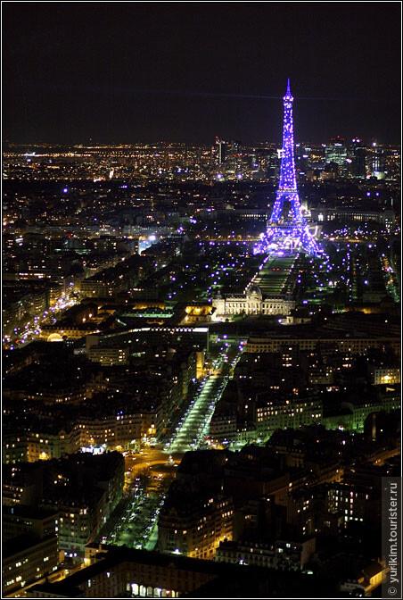 На этой башне значительно интереснее, чем на Эйфелевой, хотя бы потому, что отсюда Эйфелеву башню - видно :)
