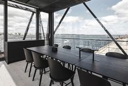 В Дании открылся отель в грузовом кране
