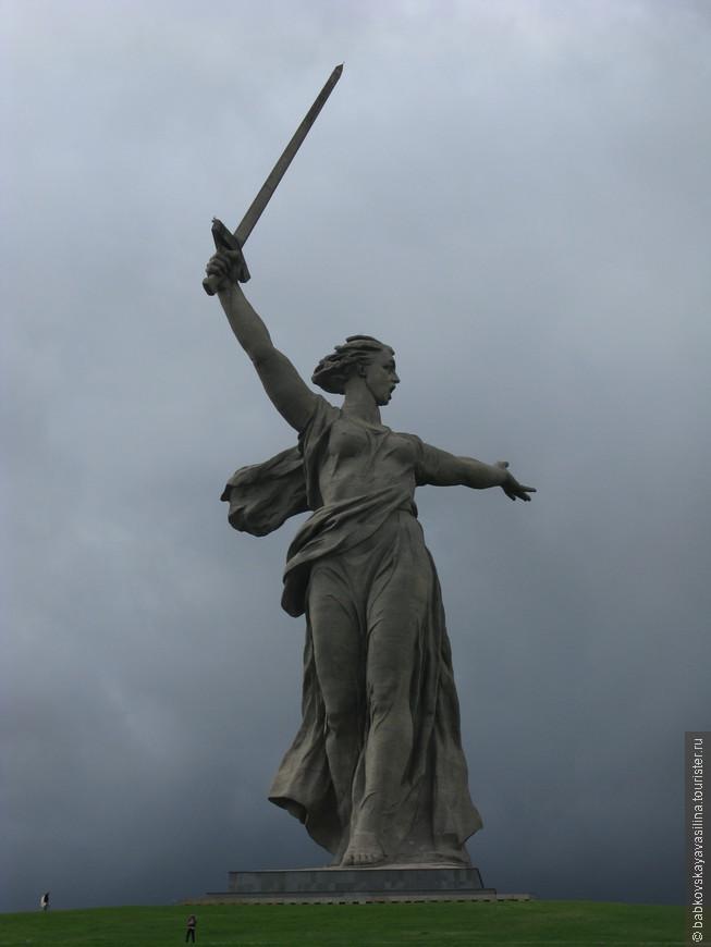 """Высота монумента 86 метров.  """"Родина-мать зовёт"""" почти в два раза выше статуи Свободы"""