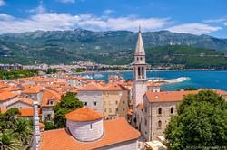 Туристы из РФ в июне стали лидерами по числу поездок в Черногорию