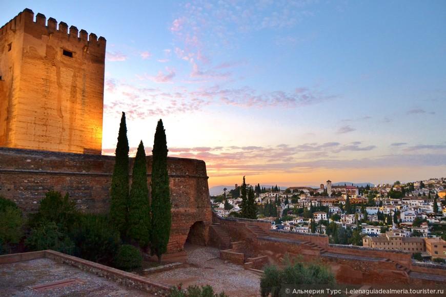 Когда ночь спускается на город - оживают старые легенды... Альгамбра до сих пор хранит множество нераскрытых тайн и секретов.