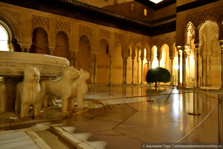 Львиный Дворик  и знаменитый фонтан Мухаммеда V.