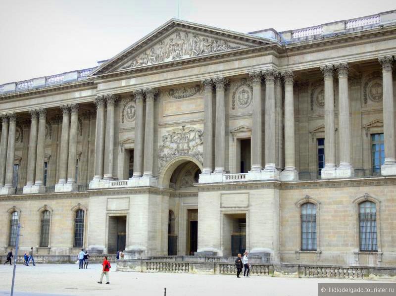 Le Louvre  - Париж, Франция