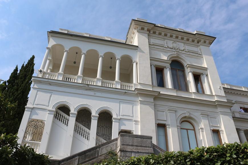 Ливади́йский дворе́ц — бывшая южная резиденция российских императоров, расположенная на берегу Чёрного моря в посёлке Ливадия в Ялтинском регионе Крыма в 3 км от Ялты.