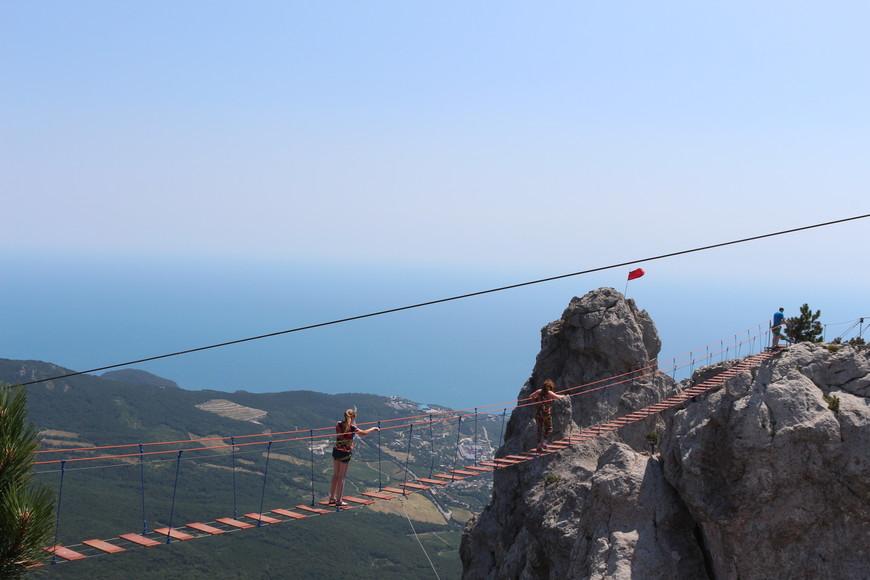 Для экстремалов, можно пройти по висячему мосту, на горе Ай-Петри.