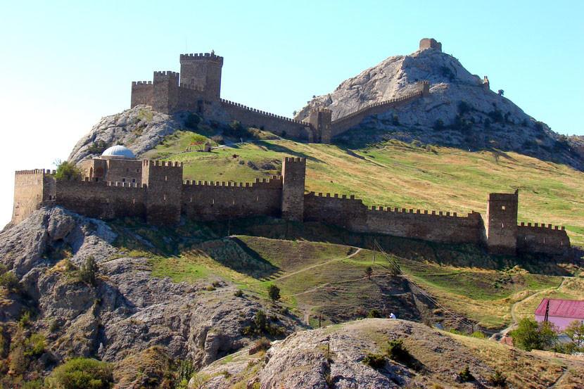 Генуэ́зская кре́пость — крепость в городе Судак (Крым), построенная генуэзцами как опорный пункт для своей колонии в северном Причерноморье.
