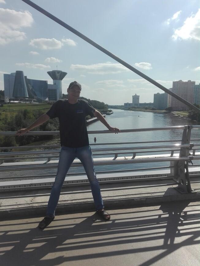 Павшинский мост - вид на здание правительство Московской области, на Москва-реку и на кварталы новостроек (Красногорск, Павшинская пойма)