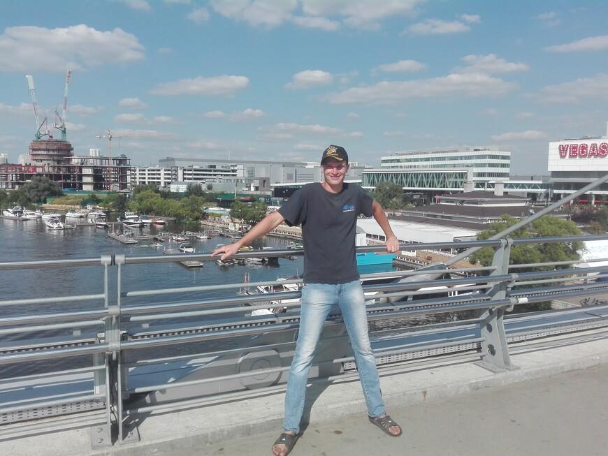 Павшинский мост - вид на яхт-клуб «Крокус Сити»