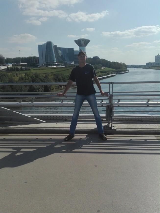 Павшинский мост - вид на здание правительства Московской области и на Москву-реку
