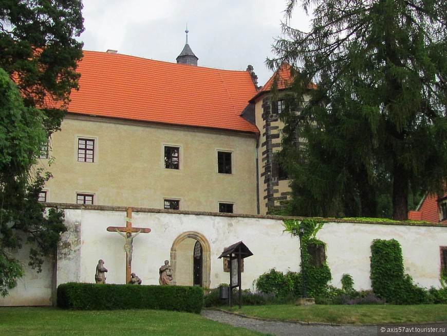 Benešov nad Ploučnicí (Бенешов над Плоучници).  Верхний и нижний замки.