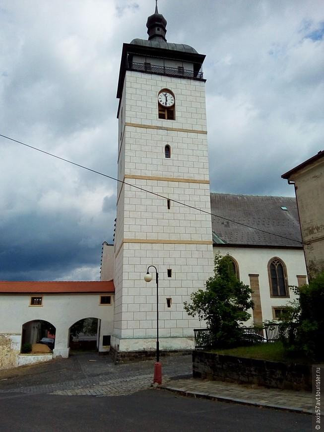 Чешская Каменица. Сюда меня тоже занесло на часок. Походил по городу. Всего одна фотография костела святого Якуба старшего.
