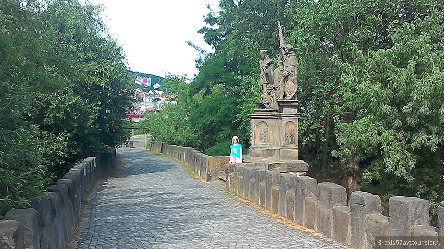 Возможно, предки знали, что неровность моста в будущем будет высоко оценена потомками.